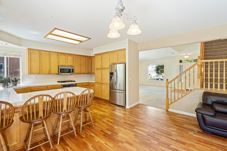 2241 glenview dr - kitchen/living area