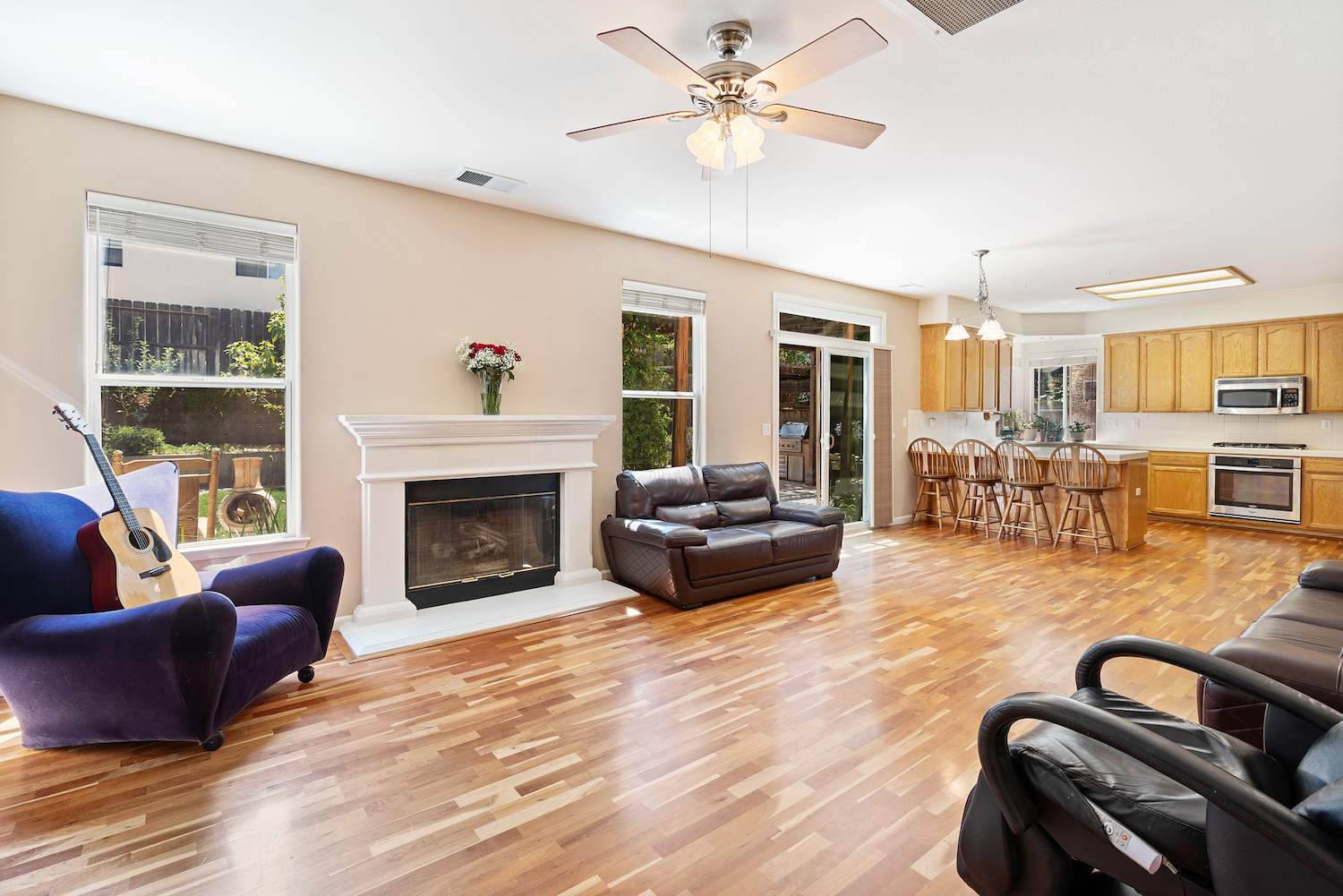 2241 glenview dr - living space