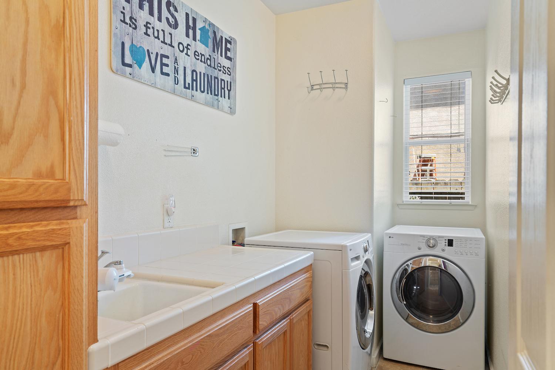 2241 glenview dr - laundry unit