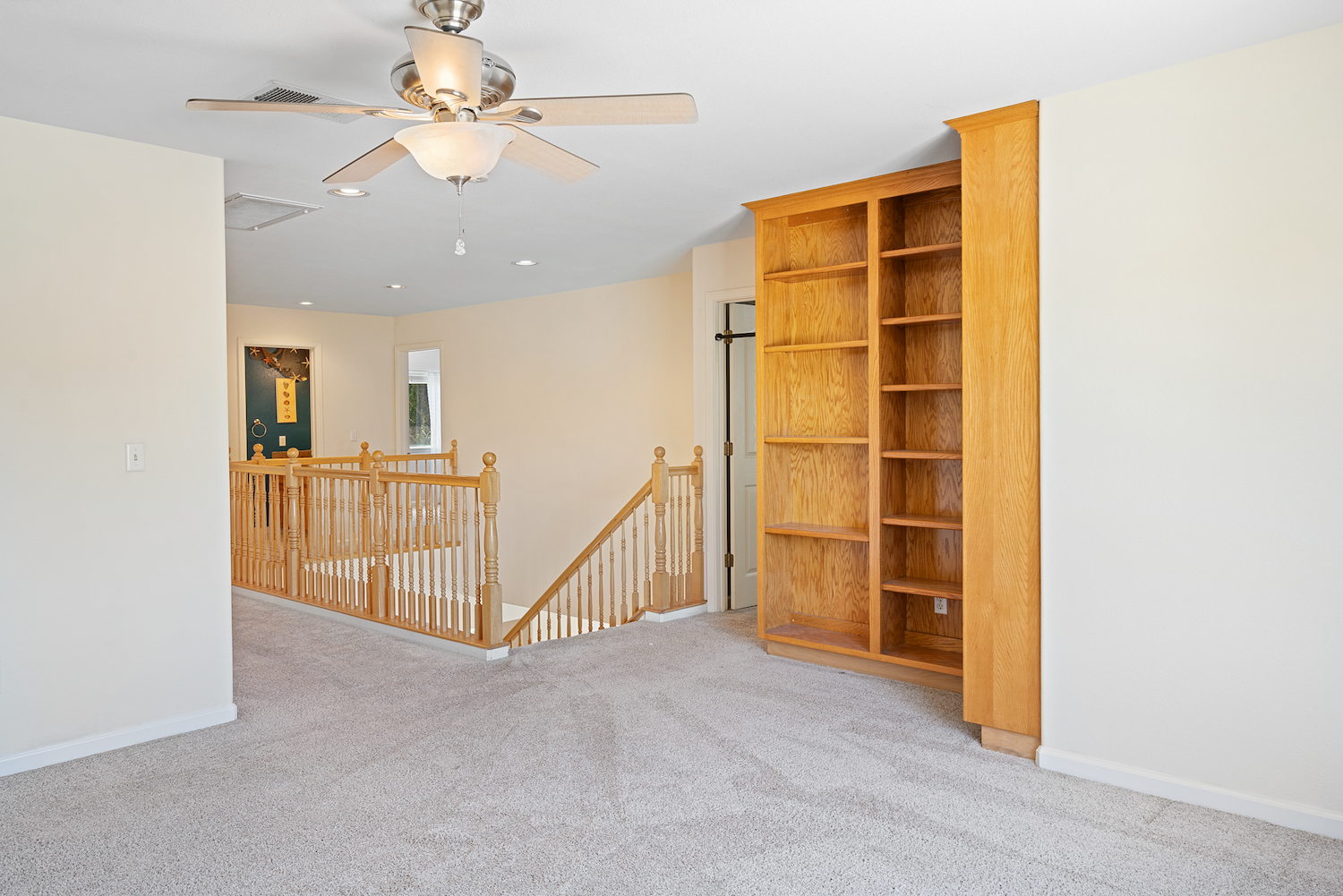 2241 glenview dr - upstairs open space