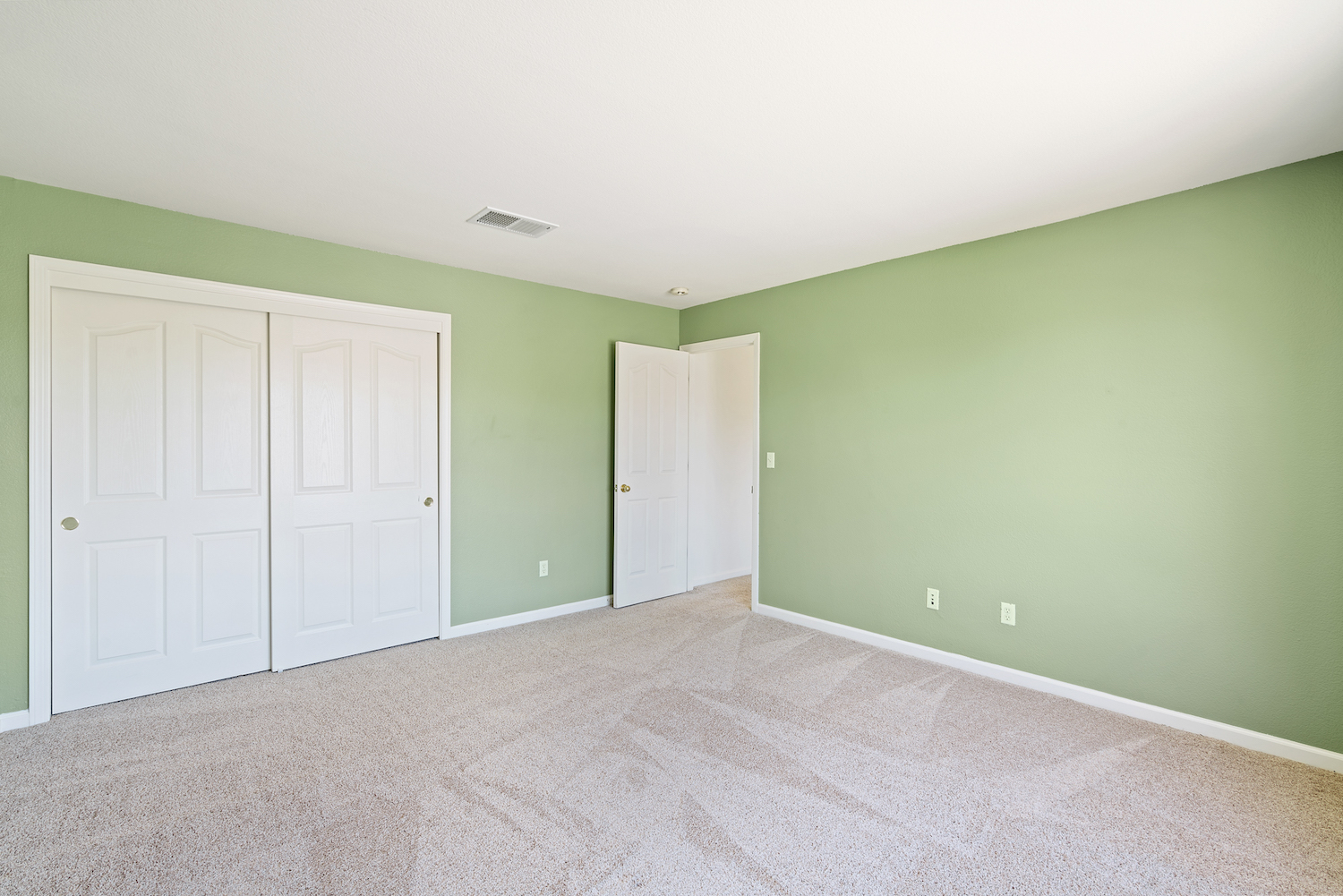 2241 glenview dr - upstairs bedroom 2