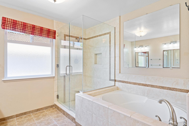 2241 glenview dr - master bathroom