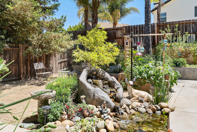 2241 glenview dr - backyard pond