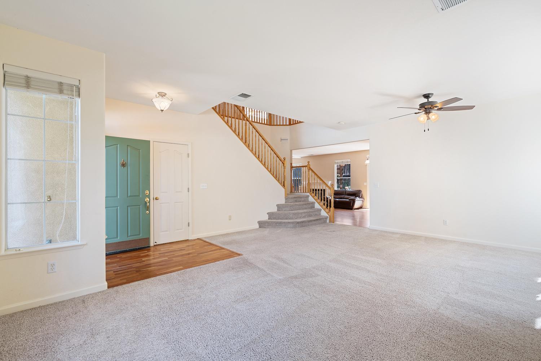 2241 glenview dr - living room