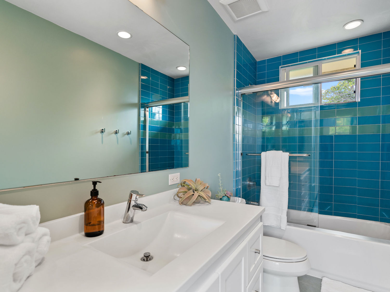 239 ross street santa cruz - full bathroom