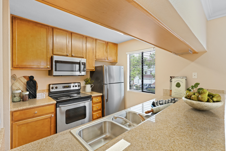 41 grandview street - kitchen furnished
