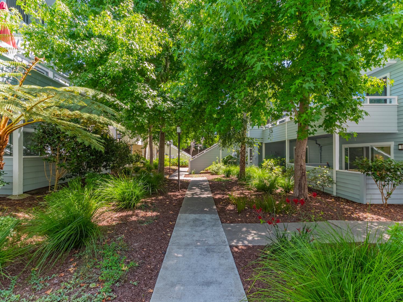 41 grandview street - view of courtyard