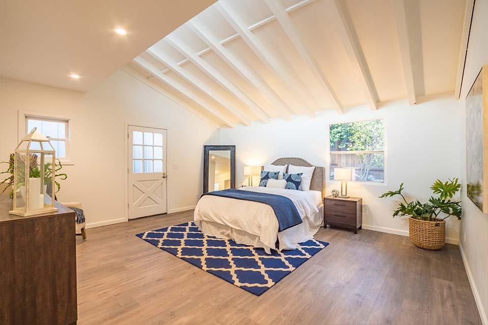 santa cruz home with vaulted ceilings