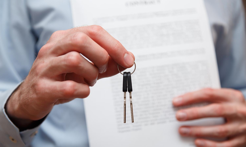 realtor handing keys to home buyer at closing