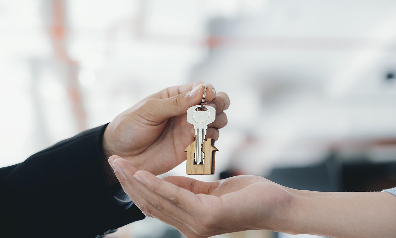 Realtor handling couple keys to a house