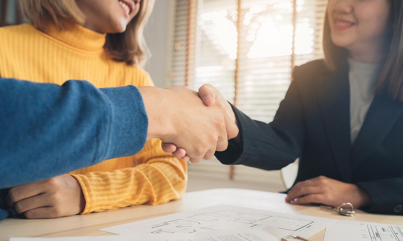 real estate agent negotiating closing costs