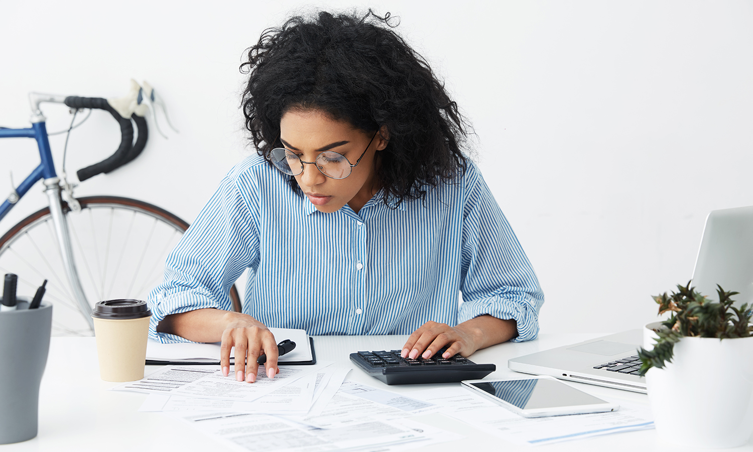 women calculating how much she has saved for a down payment
