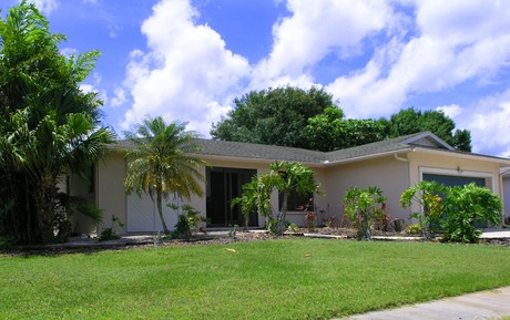 2454 Gold Oak Ct located in Colonial Oaks, Sarasota, FL