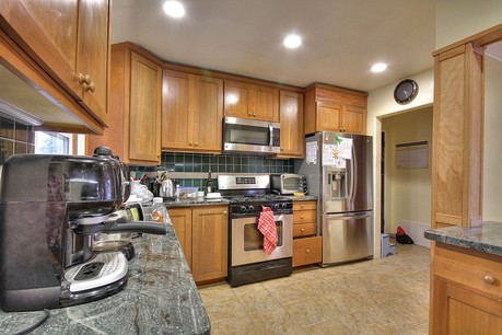 742 Sunset Dr in Pacific Grove, CA Kitchen picture