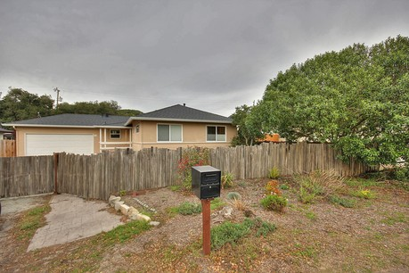 742 Sunset Dr in Pacific grove, CA