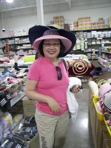 Elizabeth buys a hat