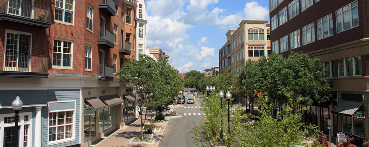 Pros and Cons of Living in a Small City