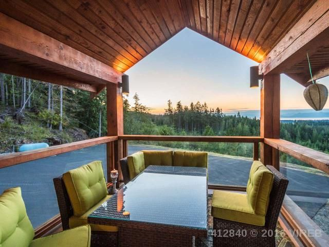 Outdoor Nanaimo Dining Area With a View