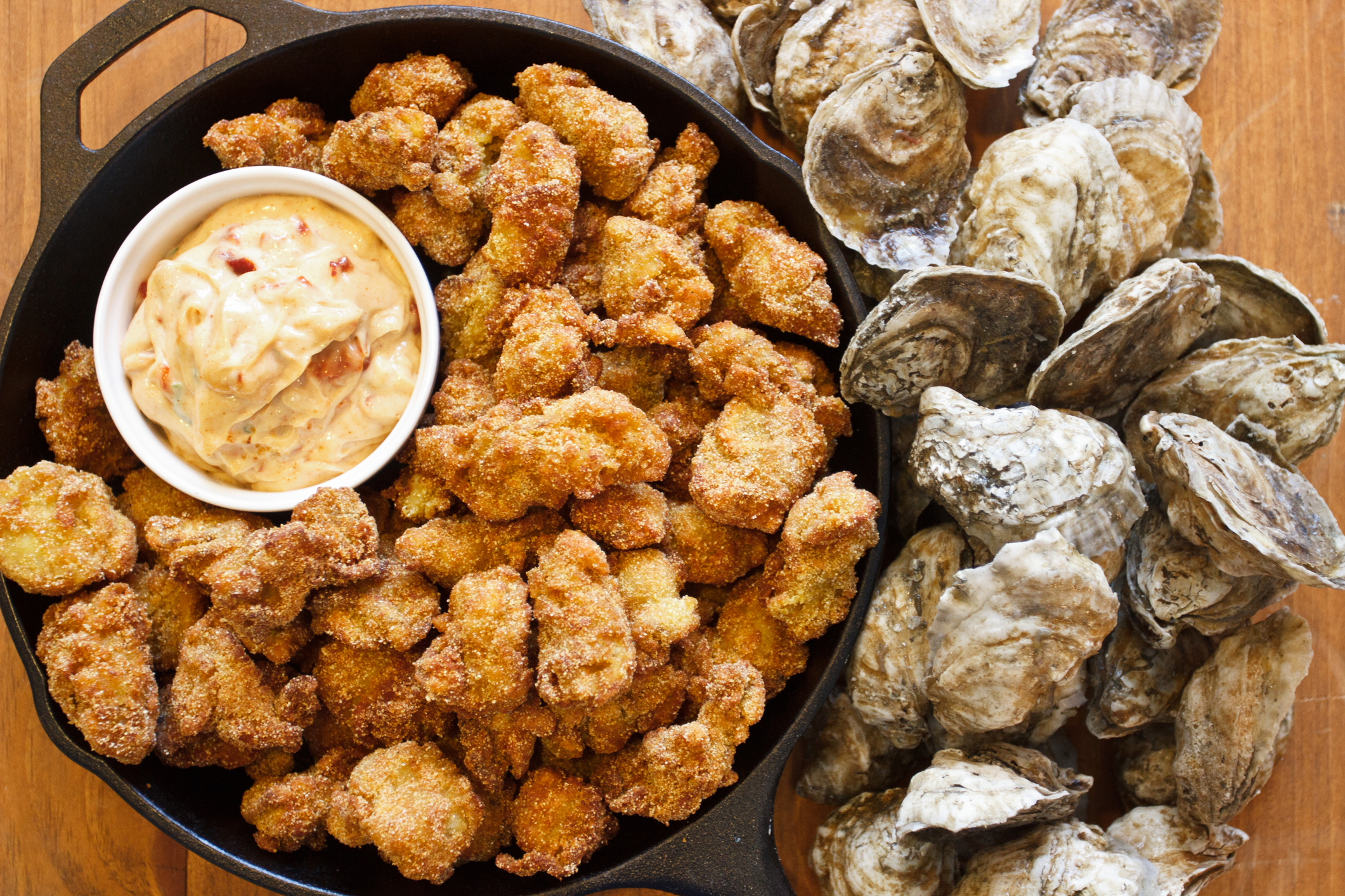 When are oysters in season in Charleston?