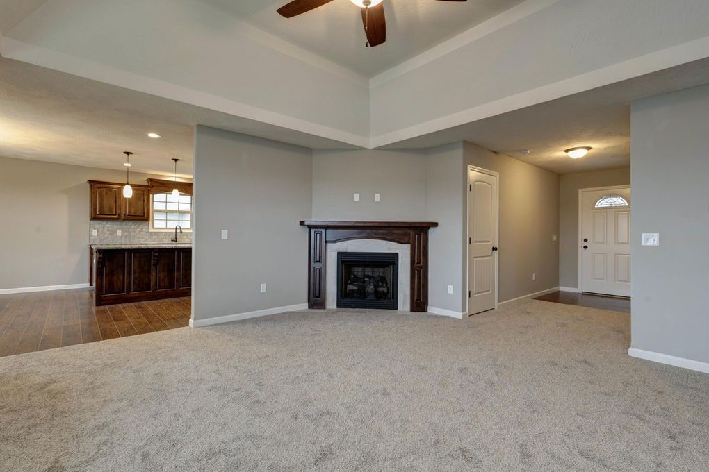 Springfield, MO Home - great vaulted ceilings