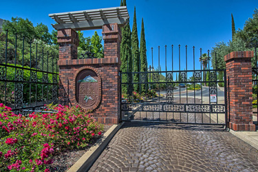 Beautiful entrance gates and homes for sale at The Knolls gated community