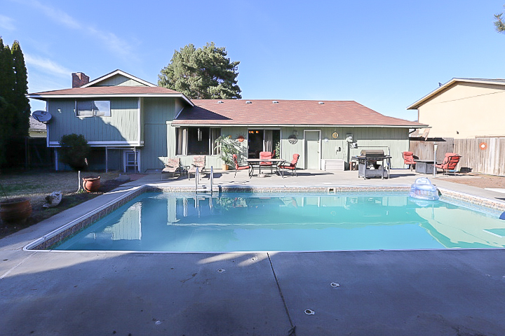 Kennewick Home for Sale with Pool
