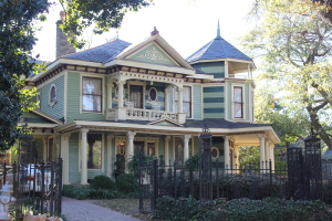 A Picture of a classic Inman Park real estate, an Antebellum Mansion.