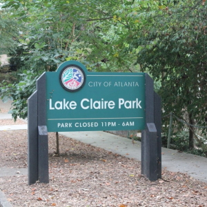 Sign at the entrance of Lake Claire Park