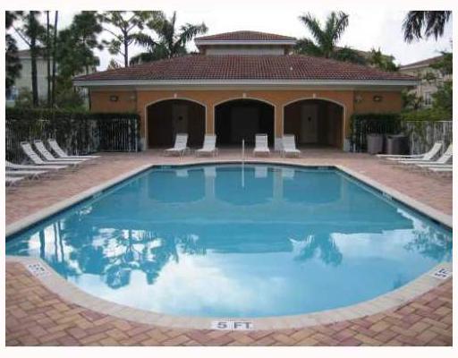 Osceola Woods at Abacoa Pool TheShattowGroup