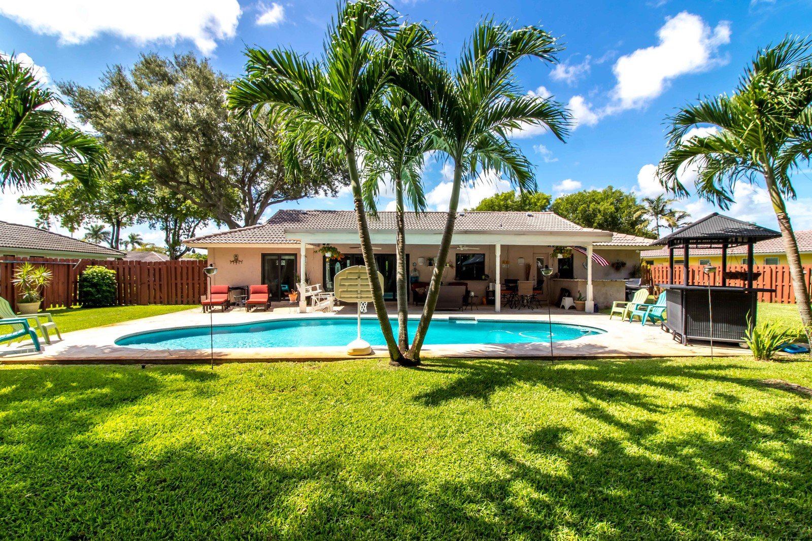 Home For Sale in Oak Wood Coral Springs