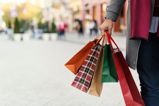Holiday shopping and your credit score