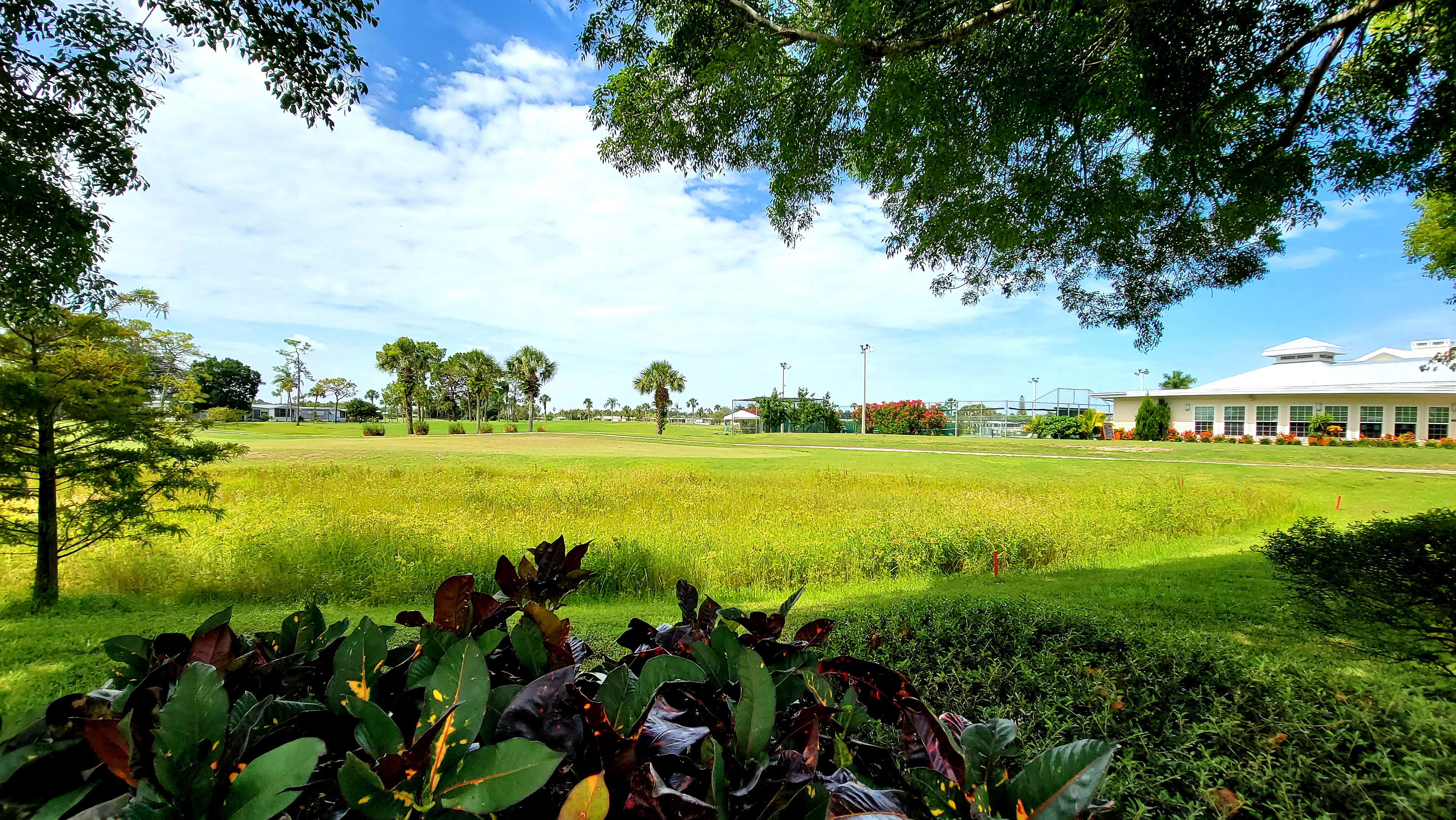 Beautifully landscaped Golf Course Community