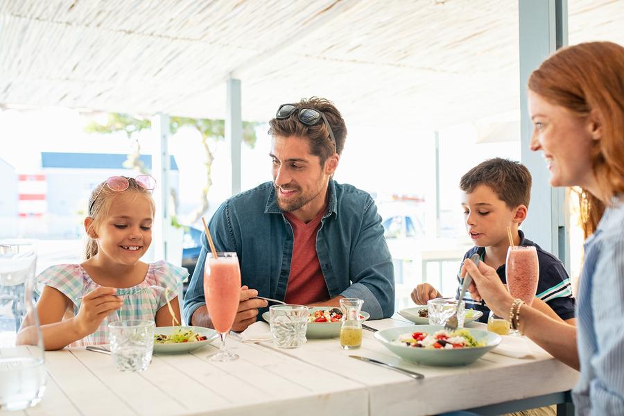 Eat at Ravina Bay near your Lake Delton home.