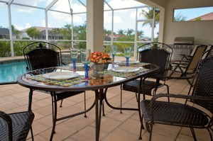 Outdoor dining with pool