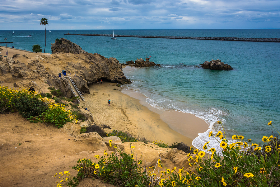 Search Corona del Mar real estate and find a South OC home.